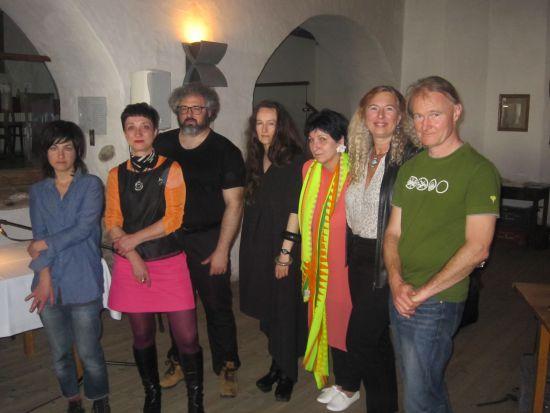 dagmara-kraus-v-strede-na-festivale-literatur-wein-ajs-riaditelom-festivalu-wolfgangom-kuhnom-celkom-vpravo.jpg